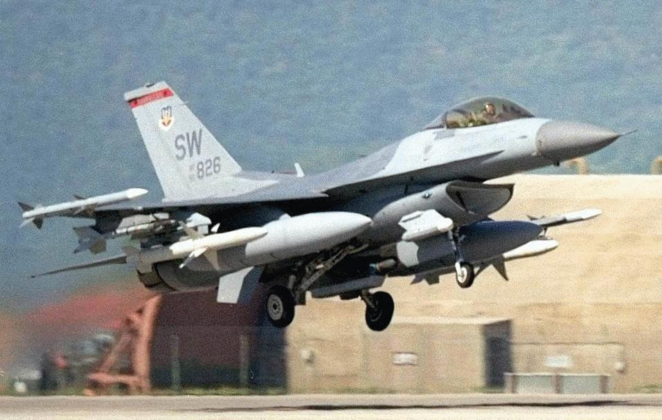F16 Fighting Falcon  Military Aircraft