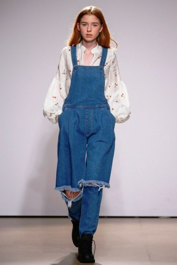 Coolest women denim trends idea (10)