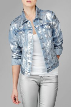 Coolest women denim trends idea (34)