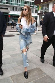 Coolest women denim trends idea (57)