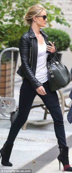 Black leather jacket outfit 17