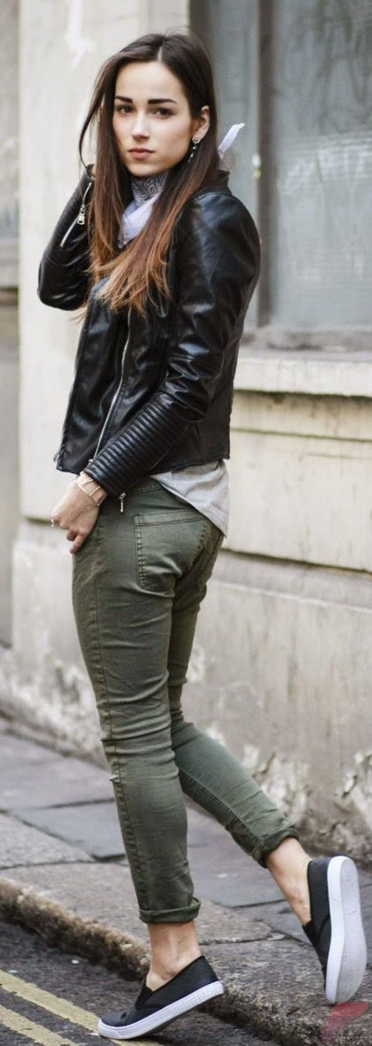 Black leather jacket outfit 6
