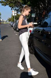 Gigi hadid sneakers outfit on the street 3