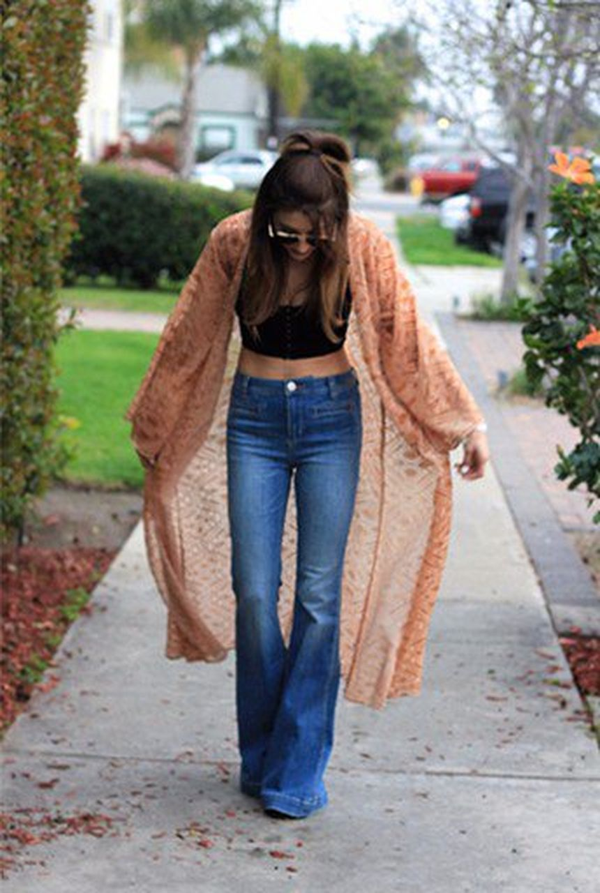 High waisted jeans outfit style 60