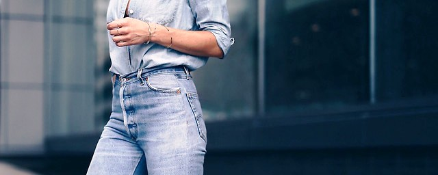 High waisted jeans outfit style featured