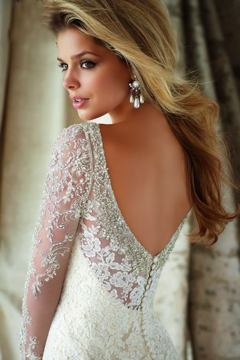 Open back vintage lace wedding dress 2