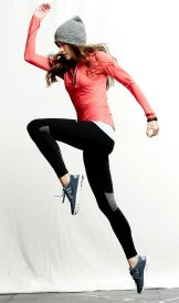 Sporty black leggings outfit and sneakers 82