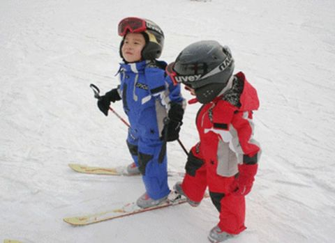 Adorable skiing outfit for your lovely kids 1