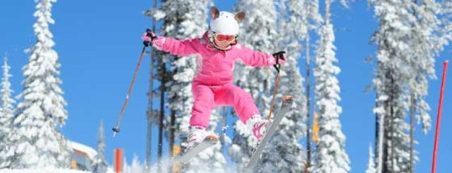 Adorable skiing outfit for your kids feaatured