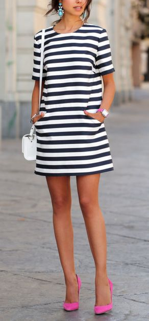 Casual black white striped midi dress outfit 15