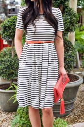 Casual black white striped midi dress outfit 17