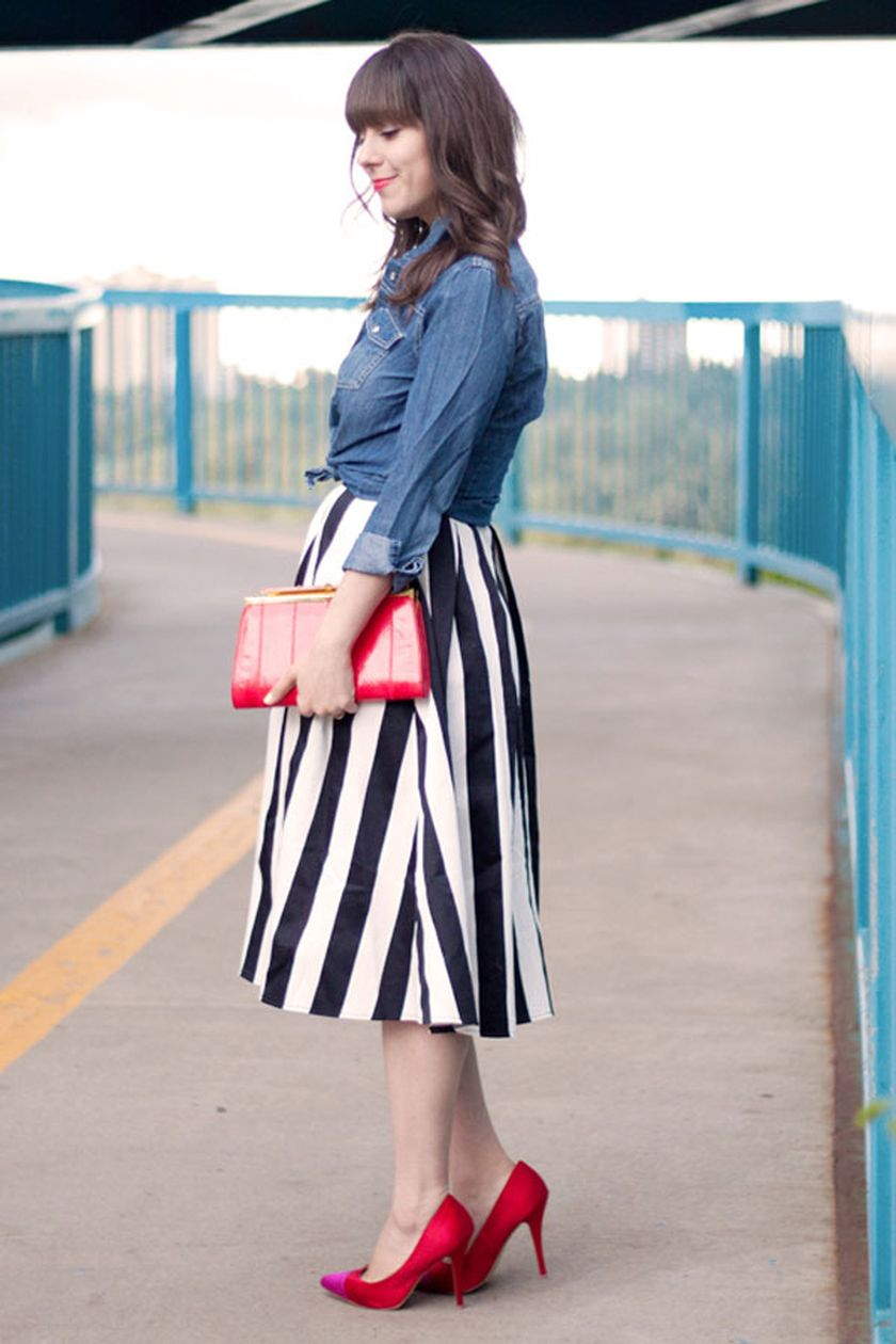 Casual black white striped midi dress outfit 59