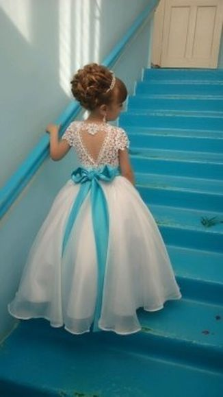 Gorgeous flower girl lace dresses ideas 28