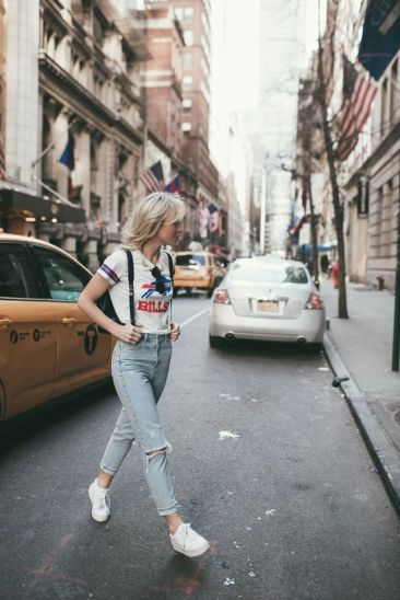 How to wear white sneaker for spring outfits 12