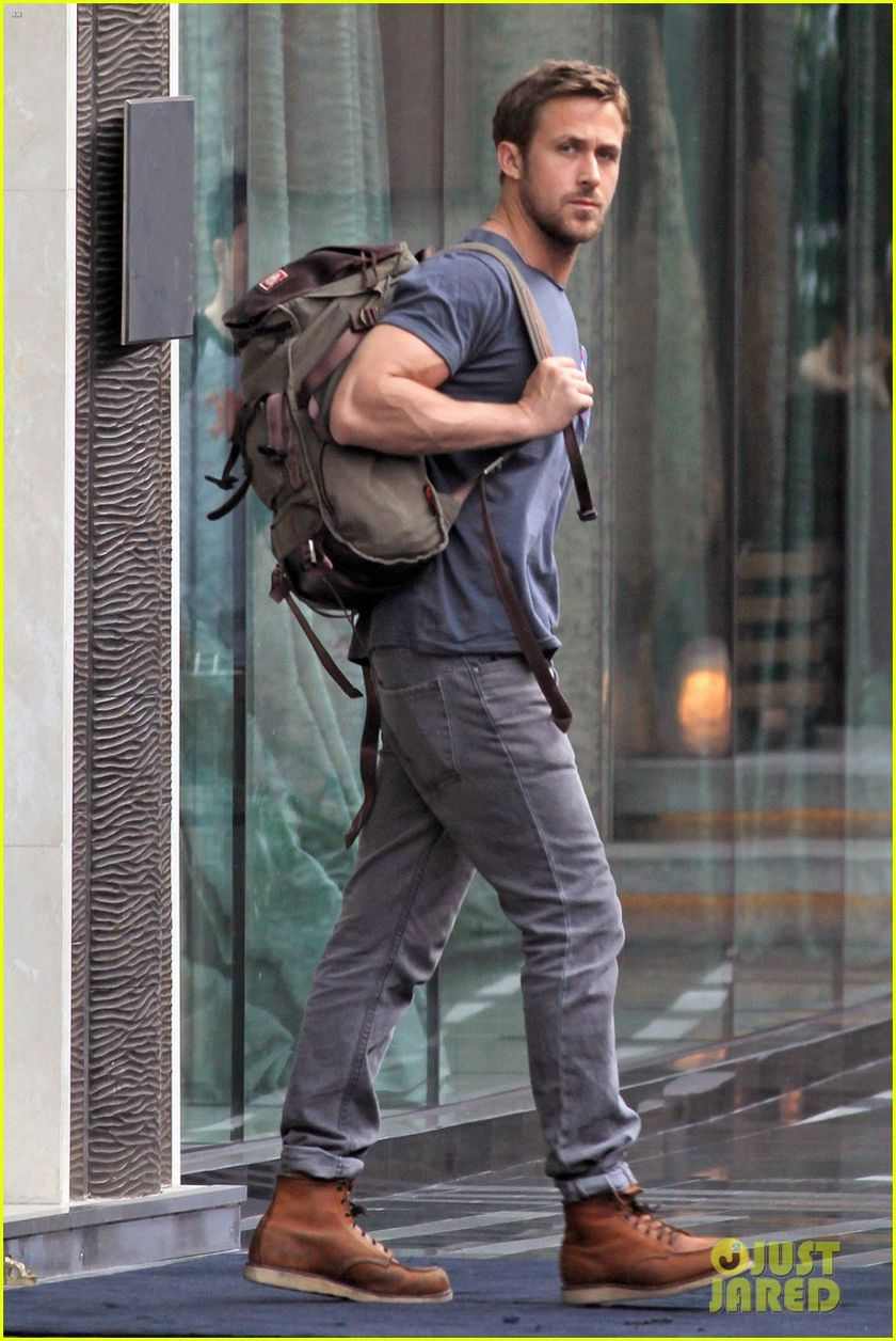 Ryan reynolds casual outfit style 29