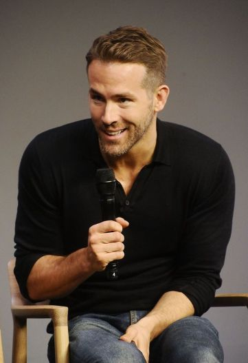 Ryan reynolds casual outfit style 33