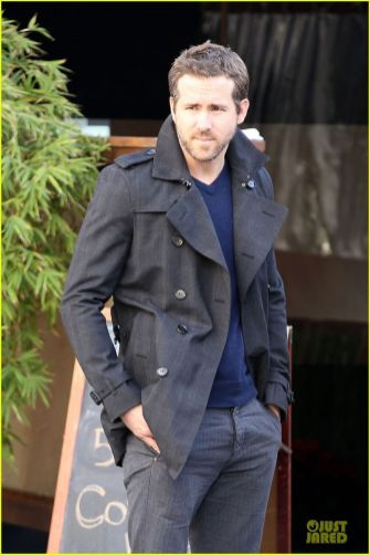 Ryan reynolds casual outfit style 44