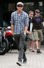 Ryan reynolds casual outfit style 68