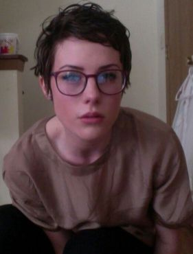 Short hair pixie cut hairstyle with glasses ideas 13