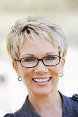 Short hair pixie cut hairstyle with glasses ideas 19