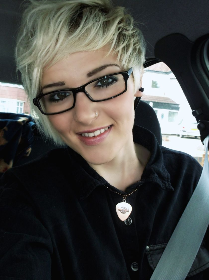 Short hair pixie cut hairstyle with glasses ideas 21