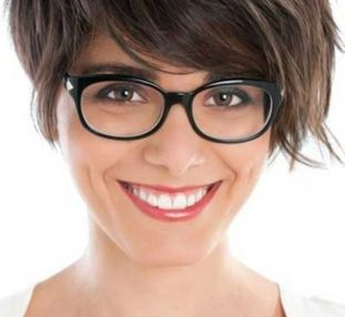 Short hair pixie cut hairstyle with glasses ideas 34