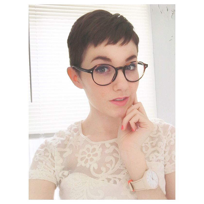 Short hair pixie cut hairstyle with glasses ideas 35