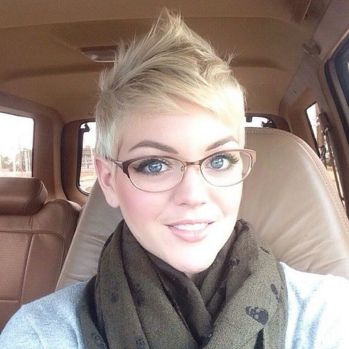 Short hair pixie cut hairstyle with glasses ideas 43