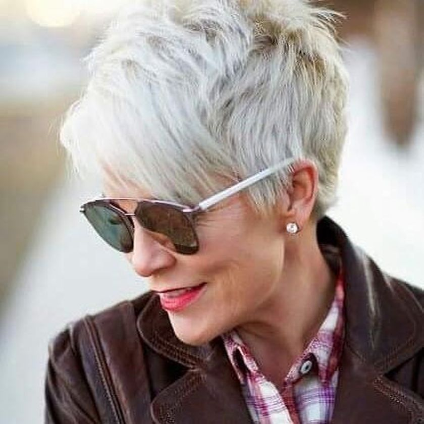 Short hair pixie cut hairstyle with glasses ideas 89