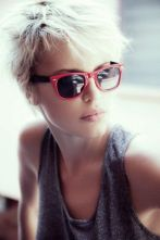 Short hair pixie cut hairstyle with glasses ideas 9