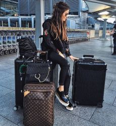 Summer airplane outfits travel style 20