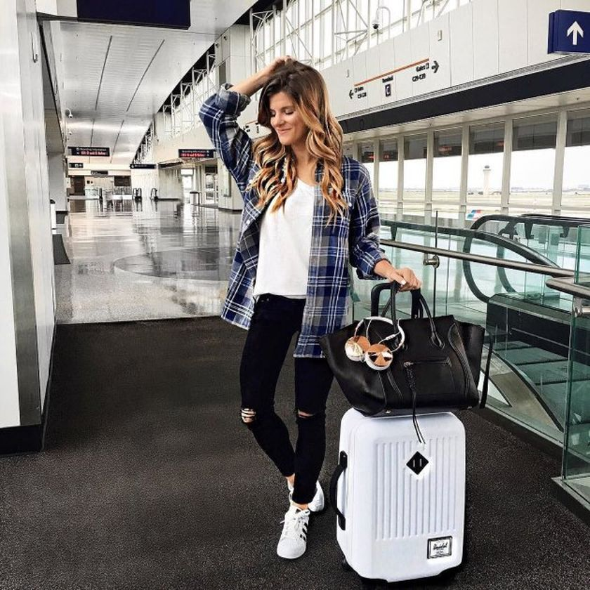 Summer airplane outfits travel style 37