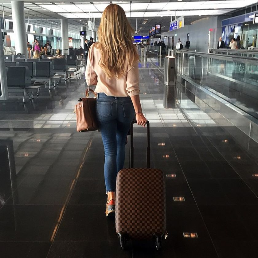 Summer airplane outfits travel style 4