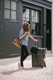 Summer airplane outfits travel style 9