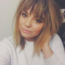 Awesome full fringe hairstyle ideas for medium hair 24