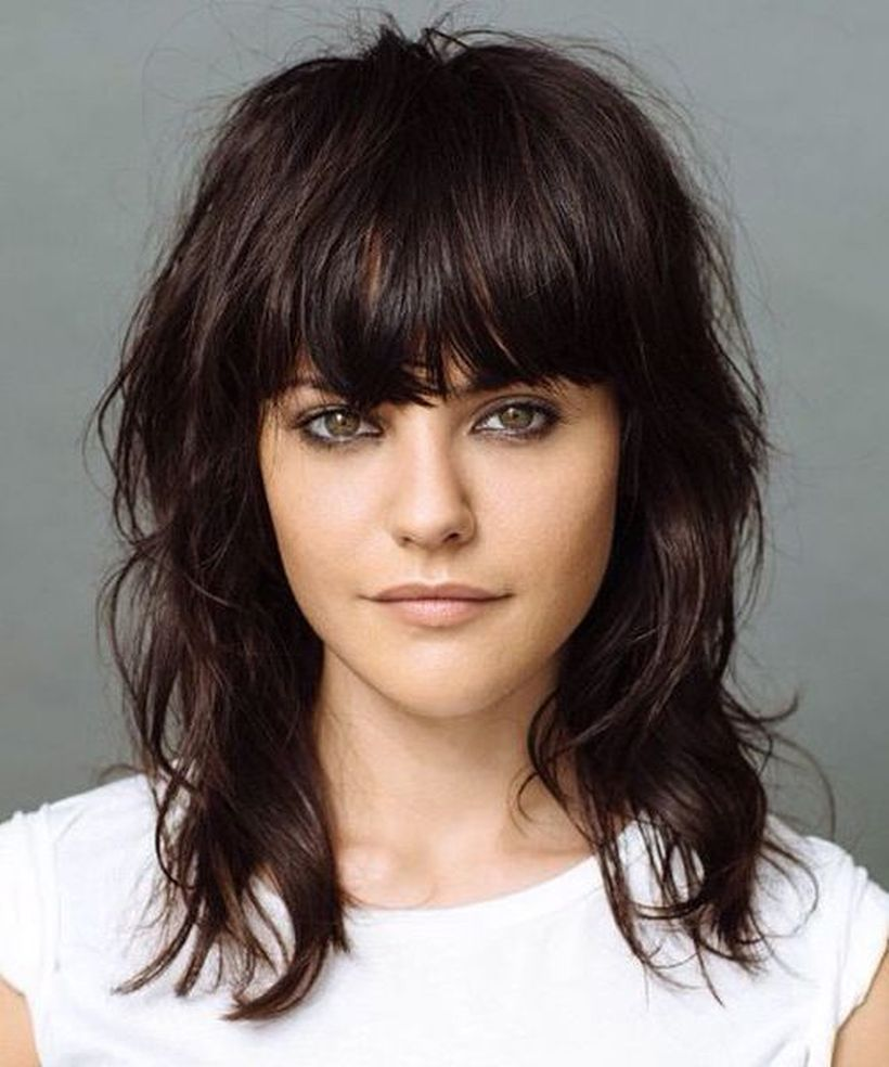 Awesome full fringe hairstyle ideas for medium hair 29