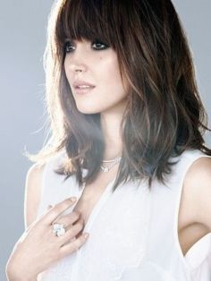 Awesome full fringe hairstyle ideas for medium hair 35
