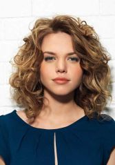 Beautiful curly layered haircut style ideas 14