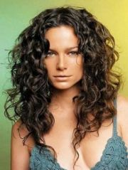 Beautiful curly layered haircut style ideas 16