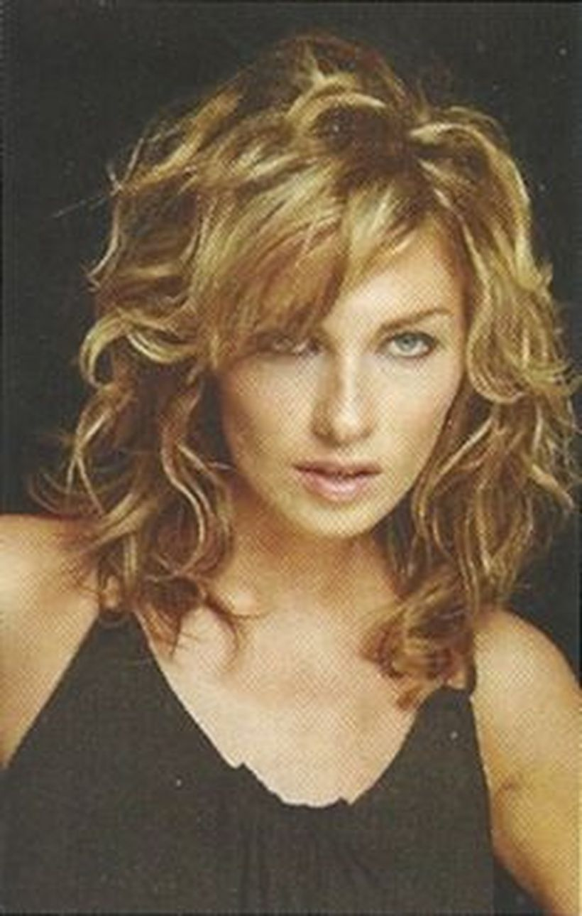 Beautiful curly layered haircut style ideas 4