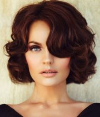 Beautiful curly layered haircut style ideas 44