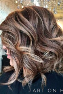Beautiful curly layered haircut style ideas 52