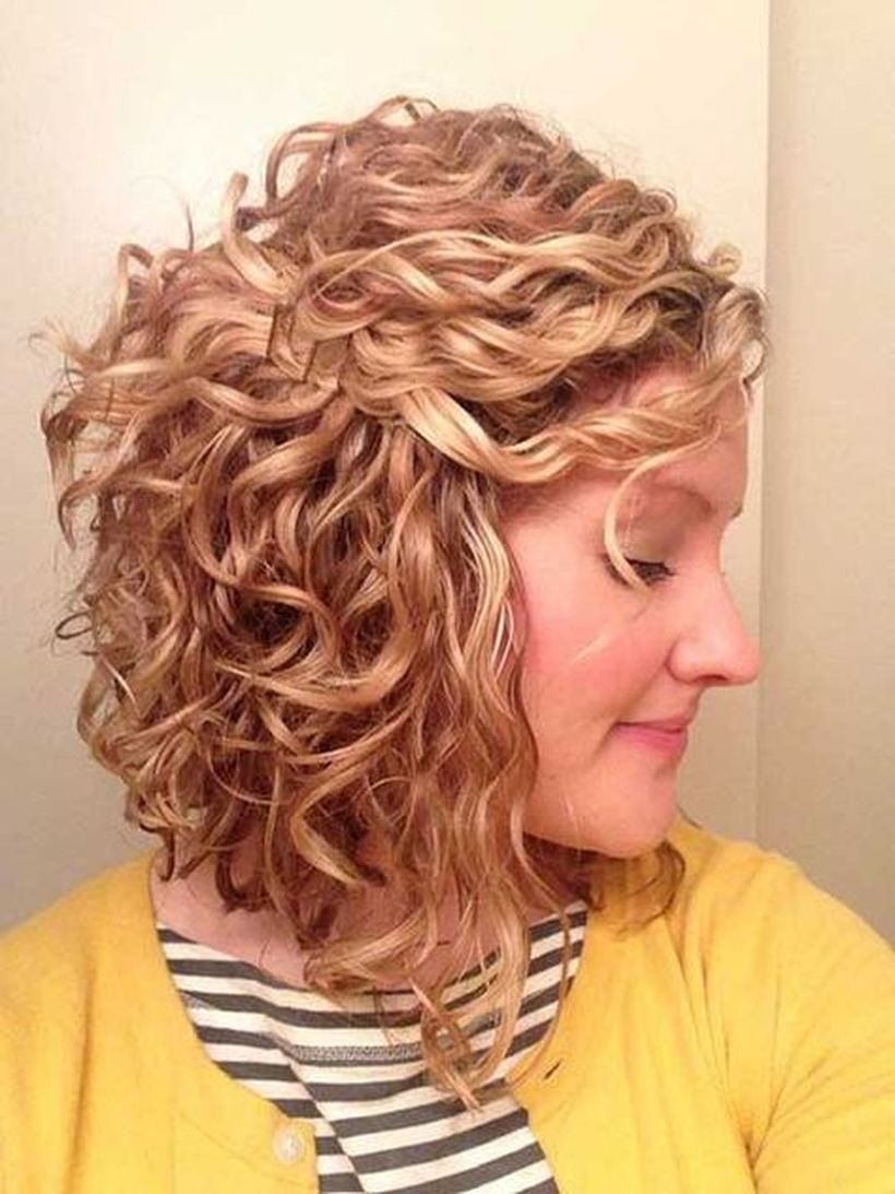 Beautiful curly layered haircut style ideas 79