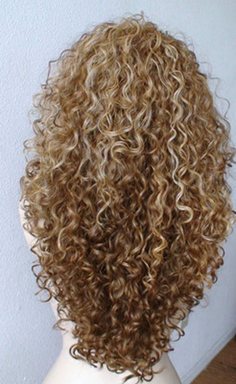Beautiful curly layered haircut style ideas 93