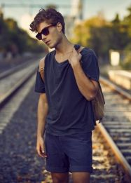 Cool casual men plain t shirt outfits ideas 13