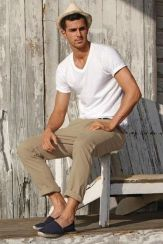Cool casual men plain t shirt outfits ideas 4