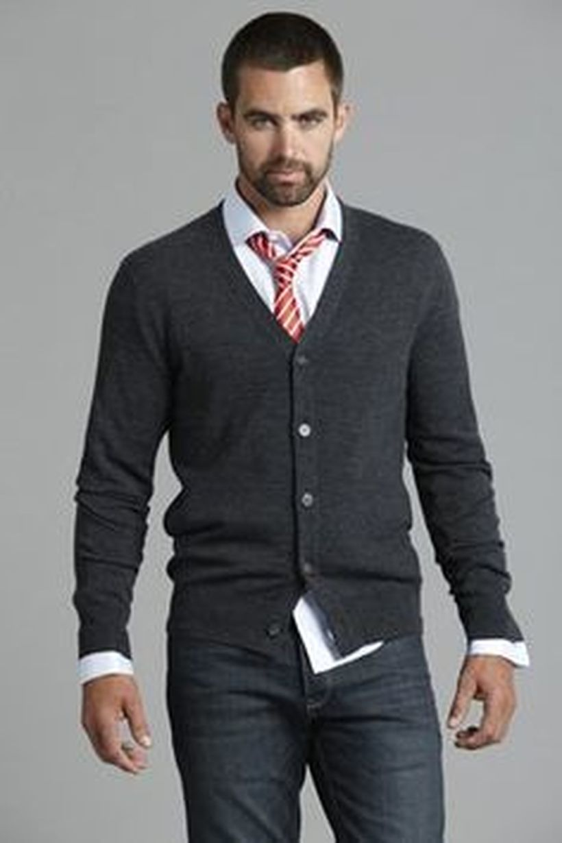 Cool men sweater outfits ideas 31