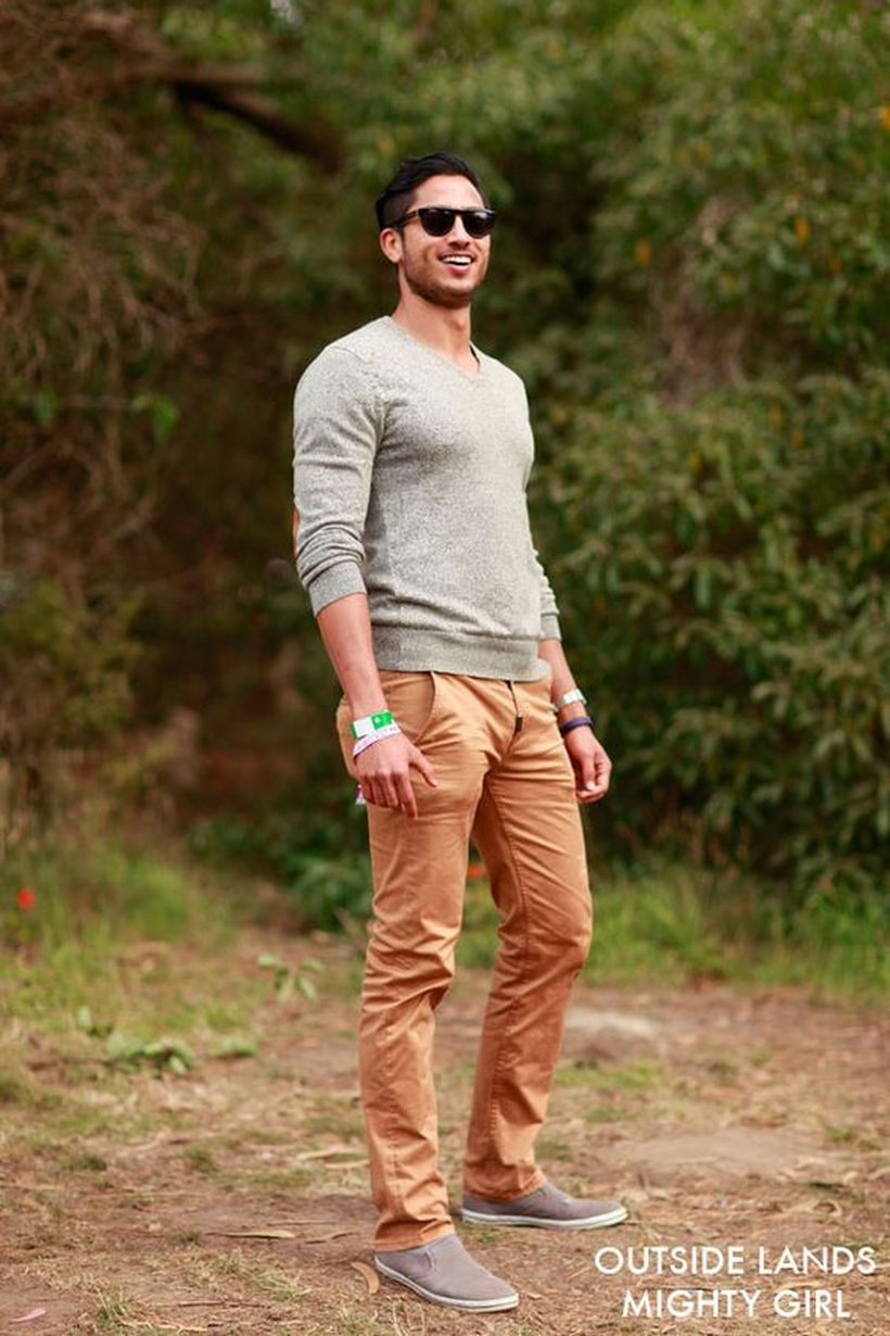 Cool men sweater outfits ideas 32