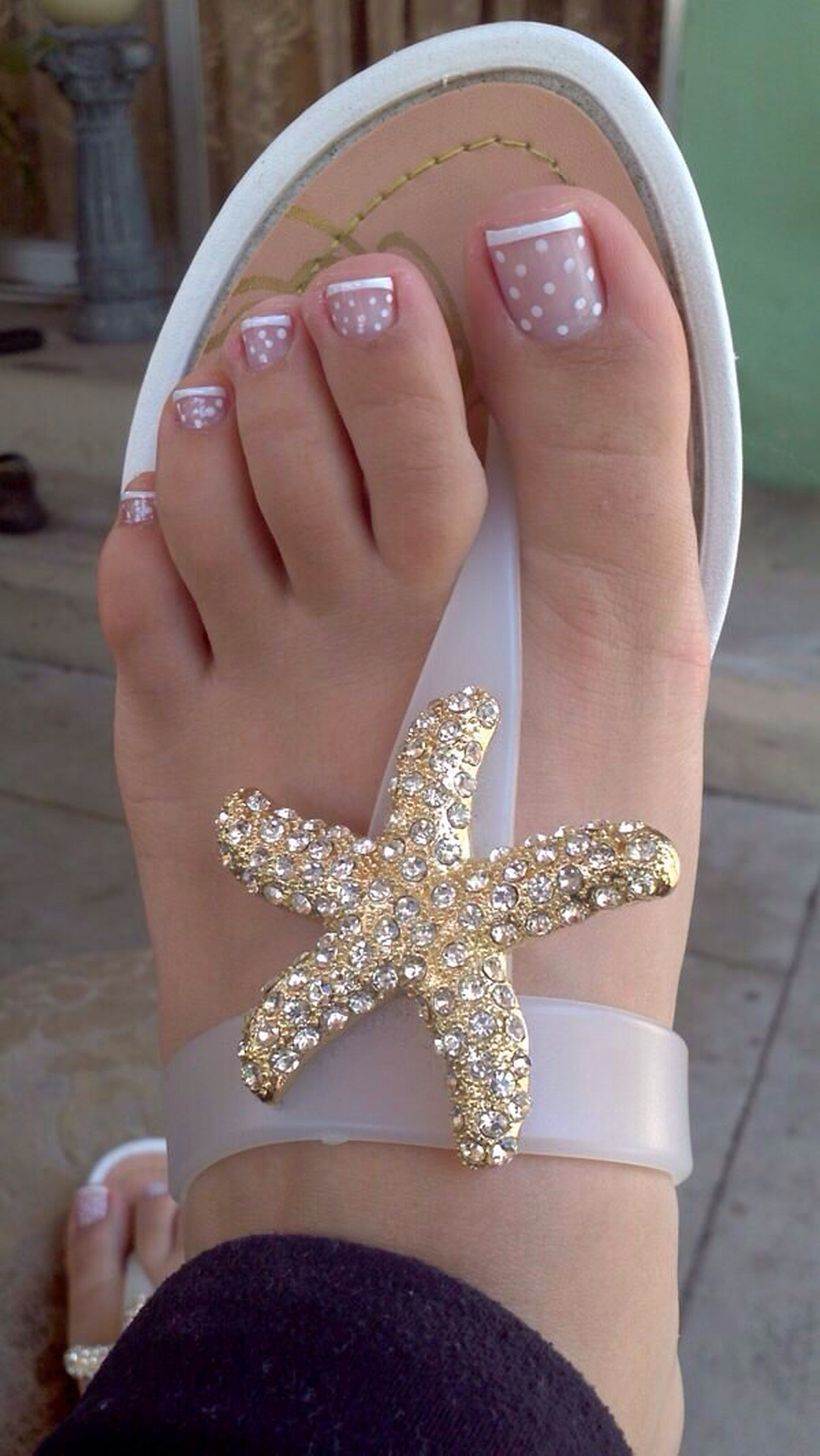 Cool summer pedicure nail art ideas 28