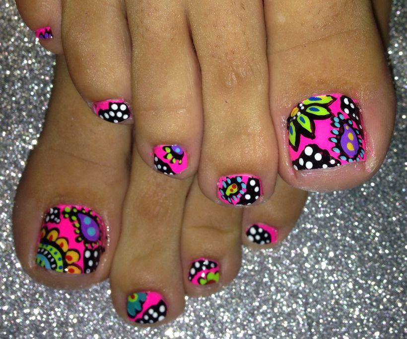 Cool summer pedicure nail art ideas 47